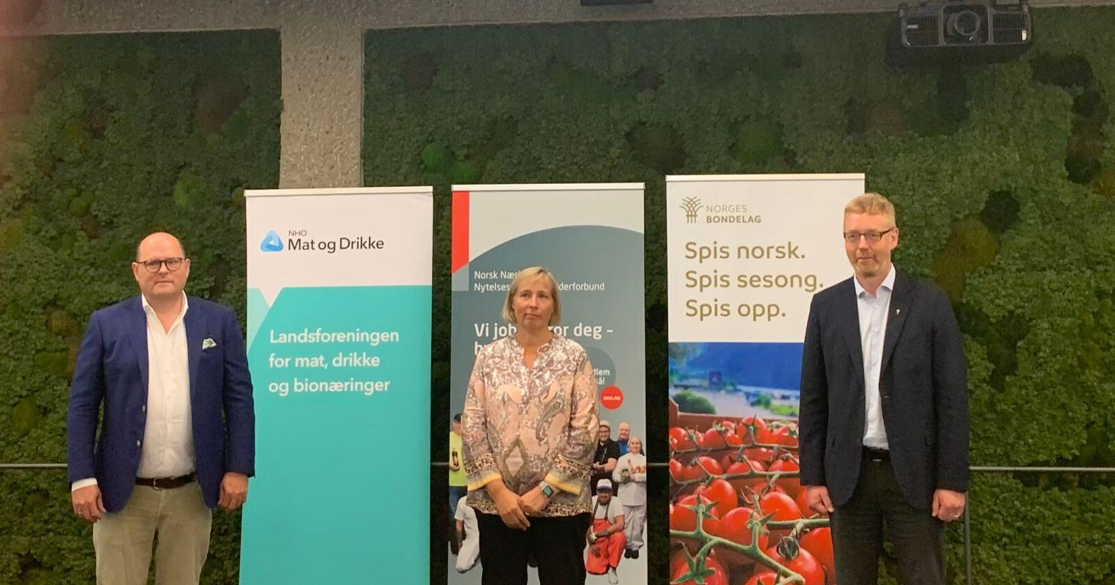 Petter Haas Brubakk i NHO Mat og Drikke, Anne Berit Aker Hanssen i NNN og Bjørn Gimming i Norges Bondelag. Foto: Andrea Sørøy