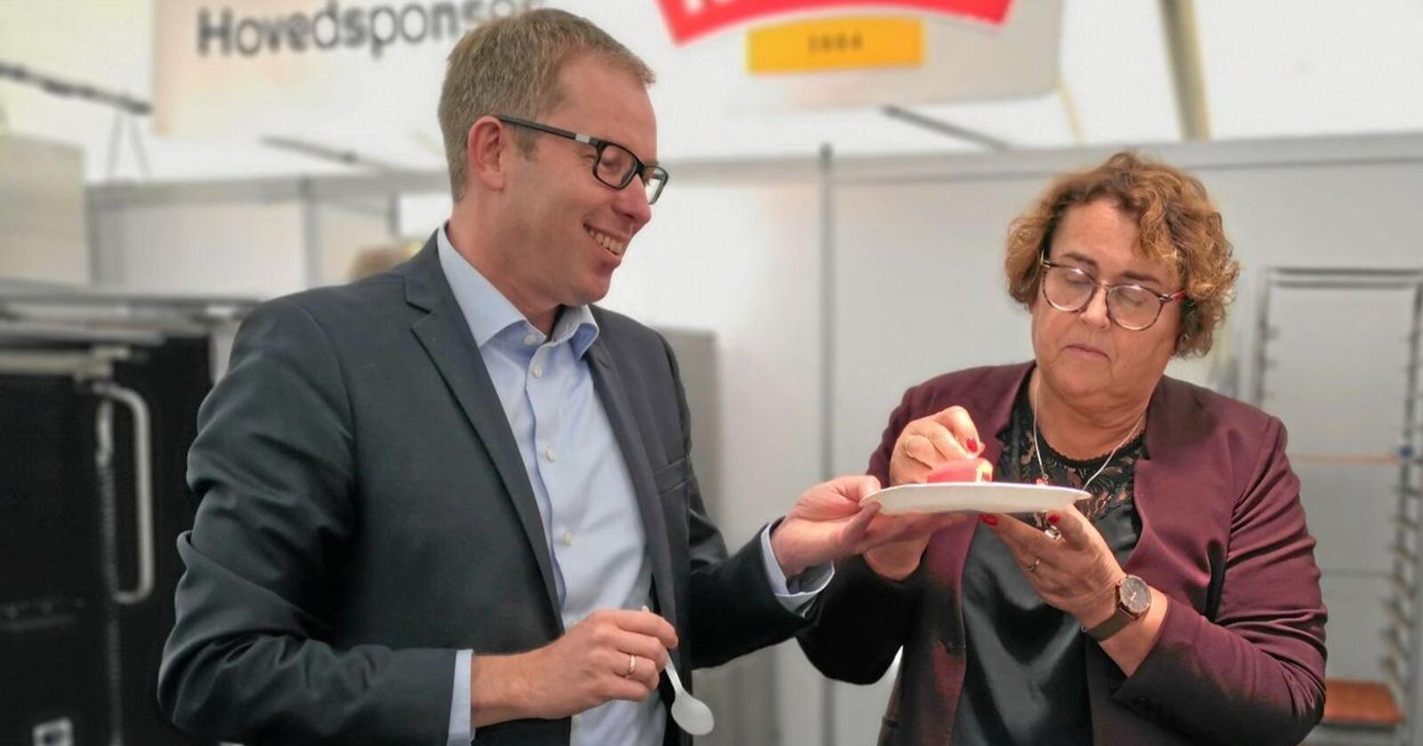 Festivalen Matstreif vart sist arrangert i Oslo i 2019. Landbruks- og matminister Olaug Bollestad (KrF), saman med Håkon Haugli, leiar i Innovasjon Norge. Foto: Jon-Fredrik Bækgaard Klausen