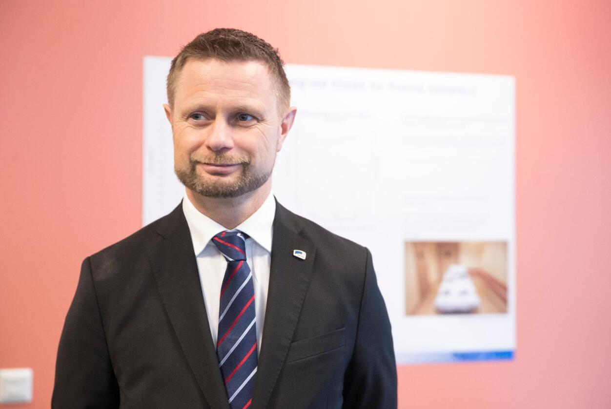 Helseminister Bent Høie (H) er godt fornøyd med at det ble 46 nye årsverk for jordmødre i fjor, men er enig i at det er behov for en ytterligere oppbygging av tilbudet i kommunene. Foto: Terje Pedersen / NTB scanpix