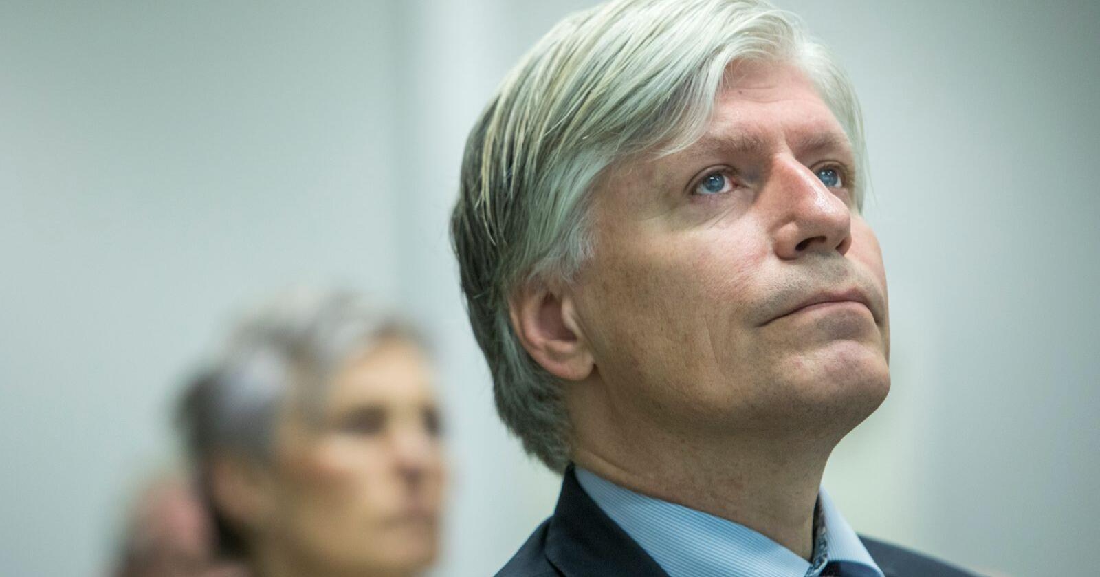 Klima- og miljøminister Ola Elvestuen (V) har opprettholdt Rovviltnemndenes vedtak for lisensfelling av ulv utenfor ulvesona. Foto: Ole Berg-Rusten / NTB scanpix