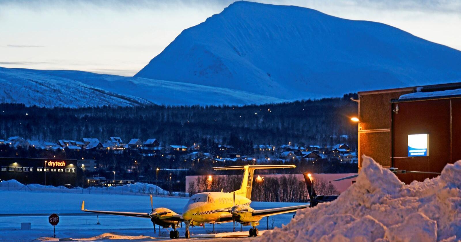 Stridens kjerne: Ambulansefly utenfor hangaren til Babcock i Tromsø.Foto: Rune Stoltz Bertinussen/NTB scanpix