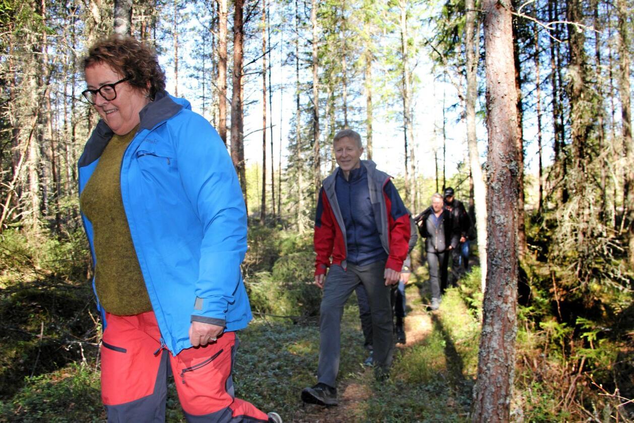 Landbruksminister Olaug Bollestad la fram tiltakspakke for skognæringen. Det gledet blant andre Per Skorge (bak) i Norges Skogeierforbund. Foto: Ingjerd Sørlie Yri