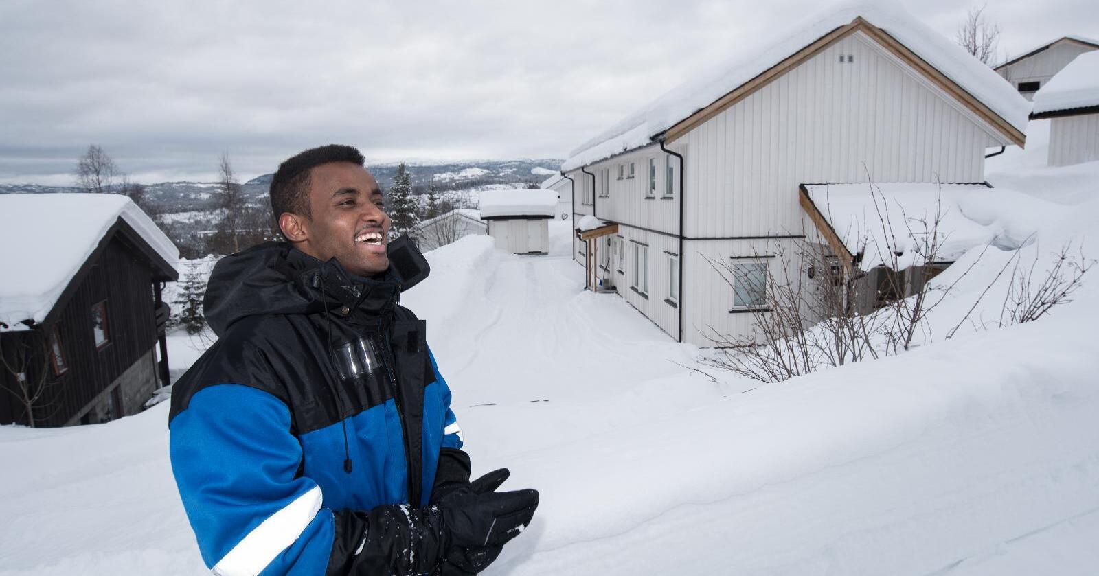 Ali Dhadhaow kjenner seg på heimebane på Vinje i Telemark. Han trur ikkje han hadde fått til like mykje på ein større stad. Foto: Vidar Sandnes