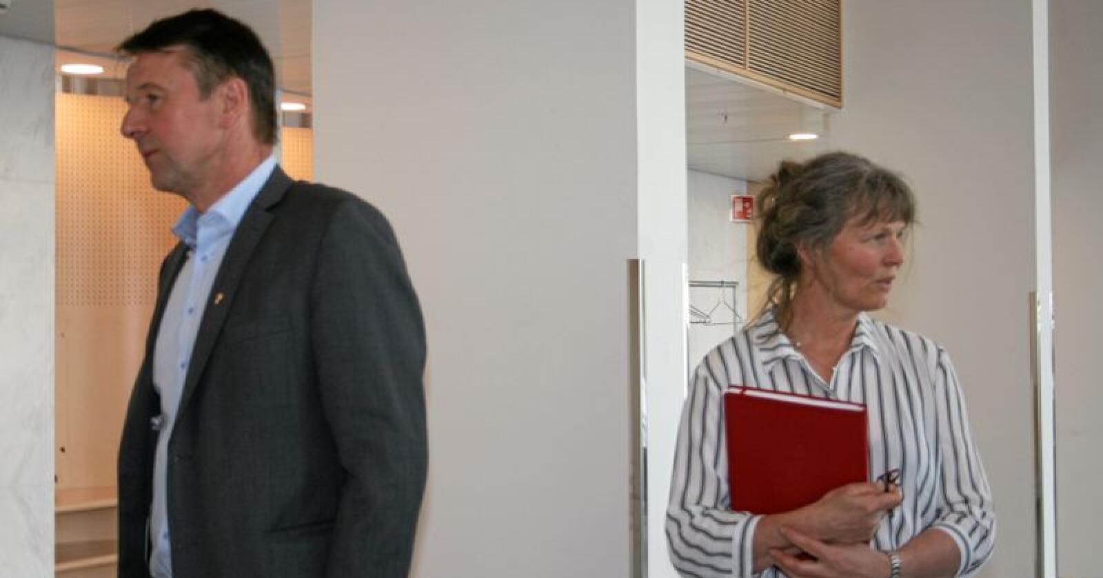 Kvotesal: Partane i jordbruksoppgjeret, her ved Kjersti Hoff (t.h.) i Småbrukarlaget og Lars Petter Bartnes i Bondelaget, skal til hausten diskutere nye reglar for kjøp og sal av mjølkekvotar. Foto: Bjarne Bekkeheien Aase