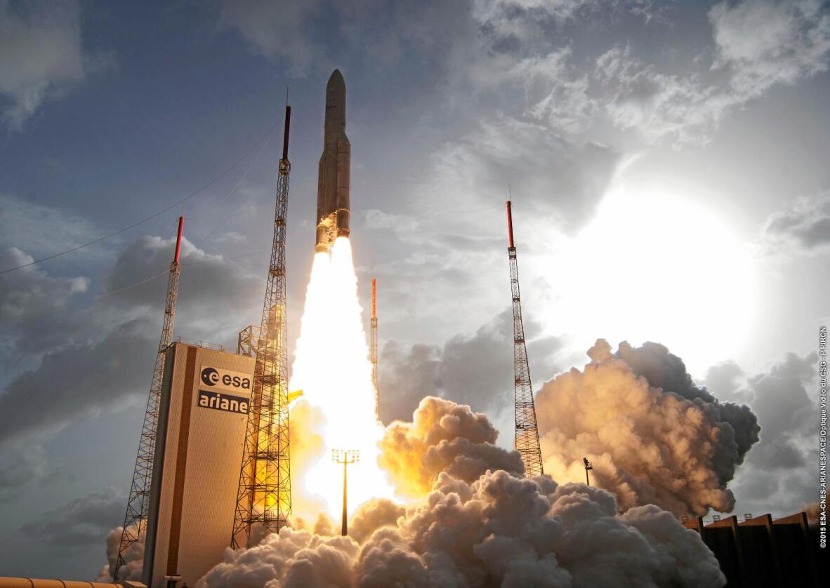 Telenors kommersielle satellitt Thor 7 ble skutt opp i 2015. Foto: ESA-CNES-ARIANESPACE/Optique Vidéo du