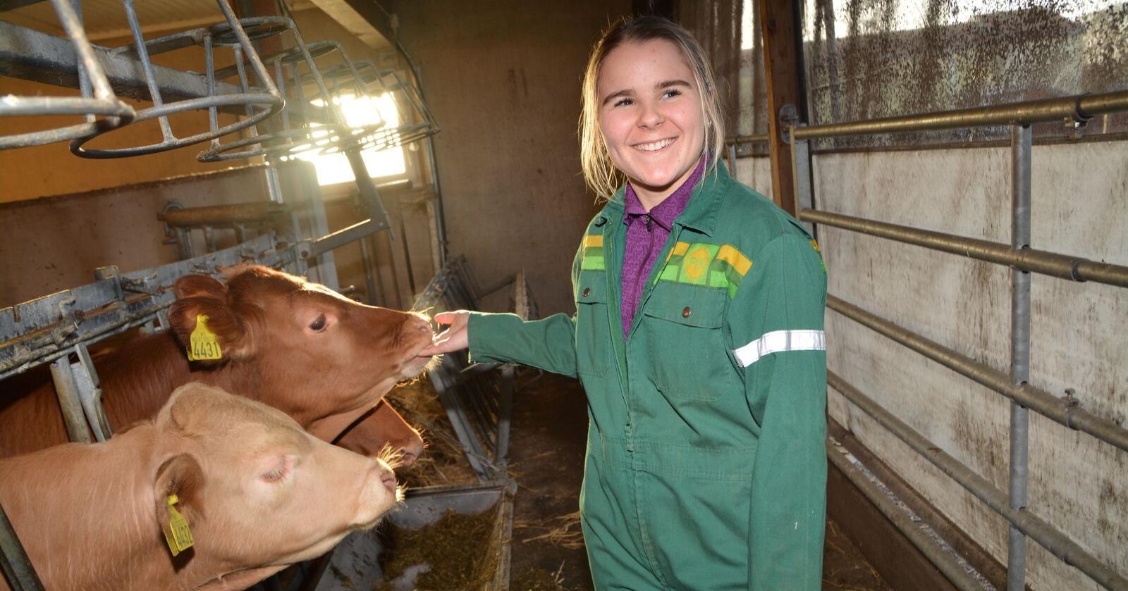 – Jeg vet at jeg vil få en jobb innenfor landbruket. Allerede er jeg helgeavløser for en grisebonde, og derfra er det millioner av muligheter, sier Landbruk Vg3 (Agronom)-elev ved Melsom vgs i Vestfold. Foto: Anders Sandbu