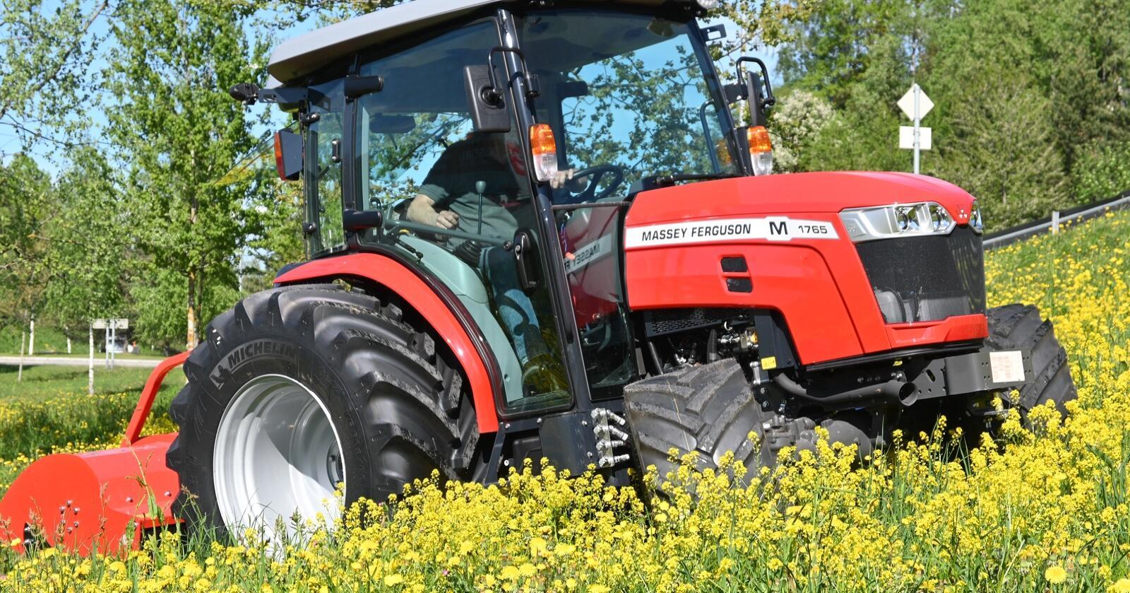 Bærekraftig: Med en vekt på bare 2 440 kilo og dekk med bredde på 600 millimeter bak og 420 millimeter foran, er dette traktoren for bæresvak mark.