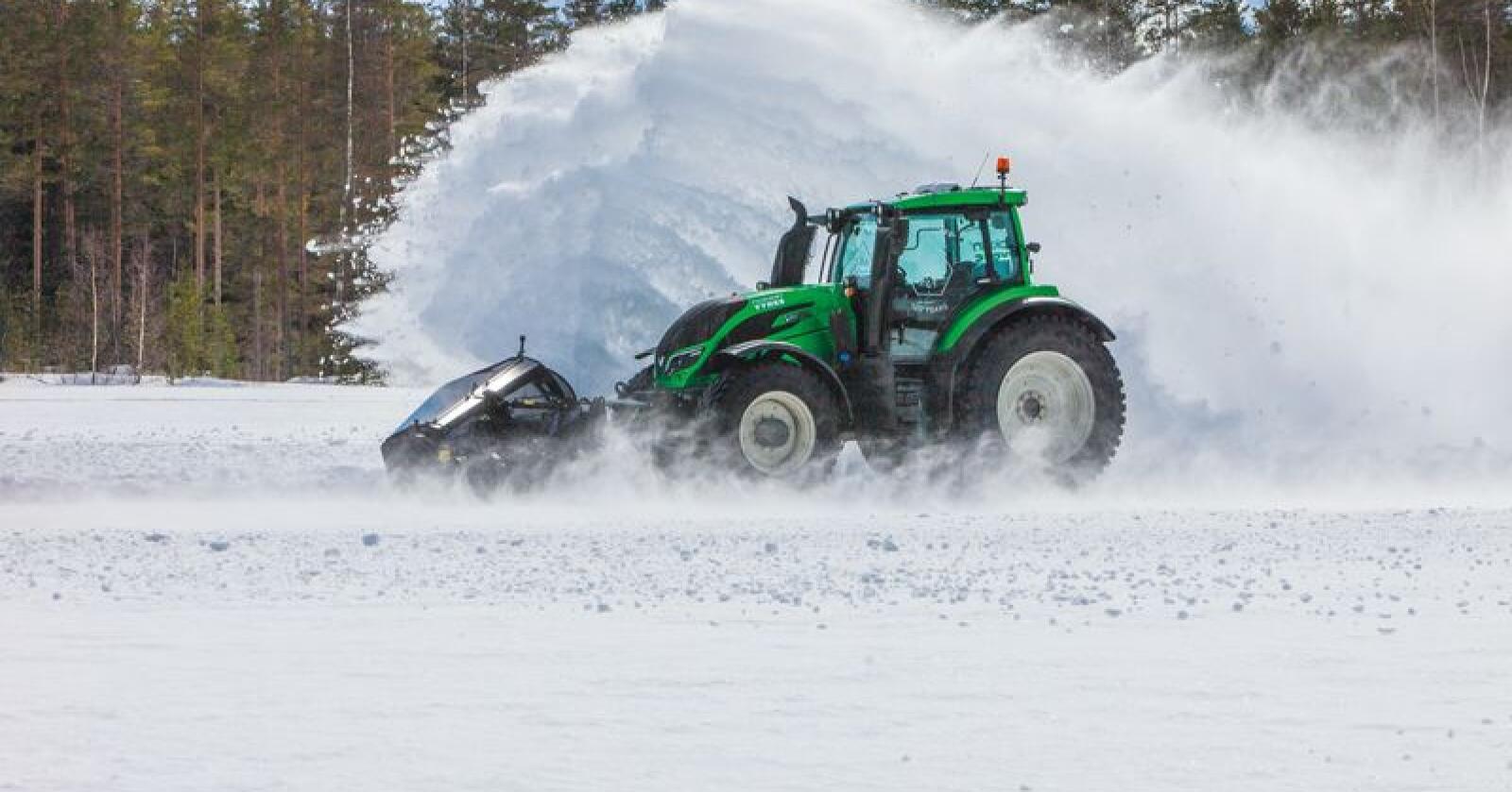 Valtra  og Nokian har satt fartsrekord for selvkjørende traktorer, vel å merke under kontrollerte former.