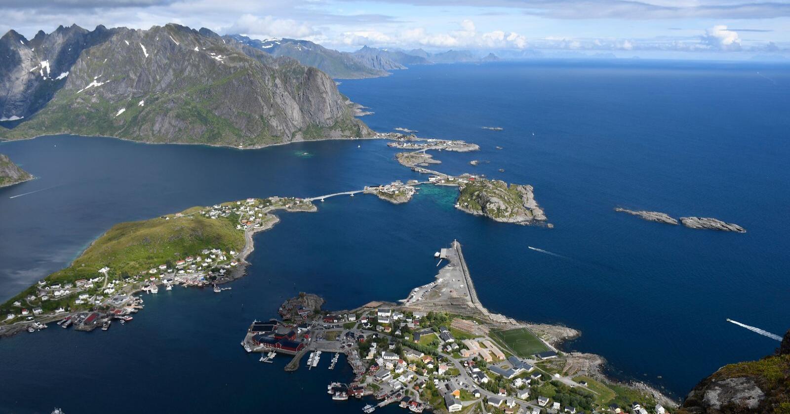 De fleste nordmenn oppgir at de ønsker å ta sommerferien i Norge neste år, viser undersøkelse. Her fra sherpatrappa til Reinebringen i Lofoten. Foto: Rune Stoltz Bertinussen / NTB