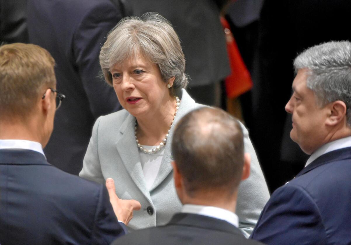 Trøbbel: Statsminister Theresa Mays Brexit-minister vurderer å trekke seg. Foto: Scanpix/ Reuters