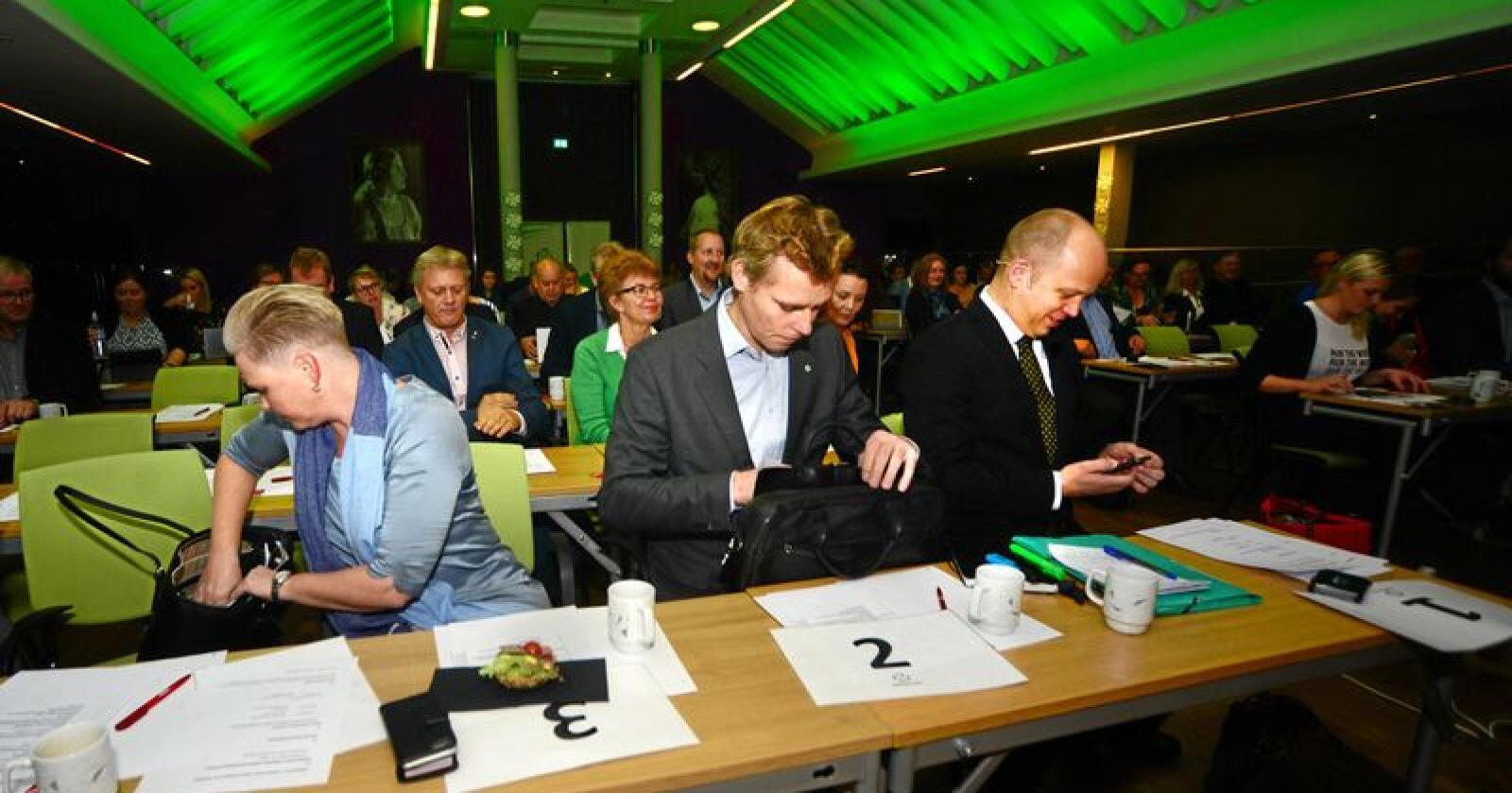 Ledelsen i Sp, Anne Beathe Tvinnerheim, Ola Borten Moe og Trygve Slagsvold Vedum, legger opp til en klimapolitikk som vil øke distriktenes utfordringer. Foto: Siri Juell Rasmussen