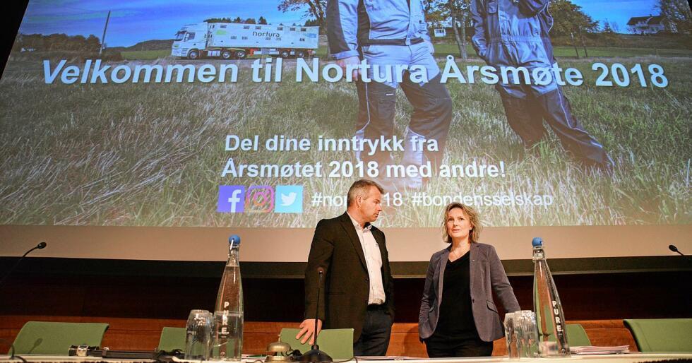Tidligere nestleder i Nortura-styret Per Heringstad i samtale med Trine Hasvang Vaag. Foto: Siri Juell Rasmussen