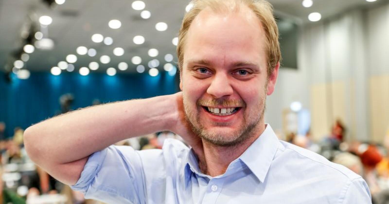Rødts ordførerkandidat i Stavanger Mimir Kristjánsson lover å kutte politikerlønninger dersom han får makten. Foto: Terje Bendiksby / NTB scanpix