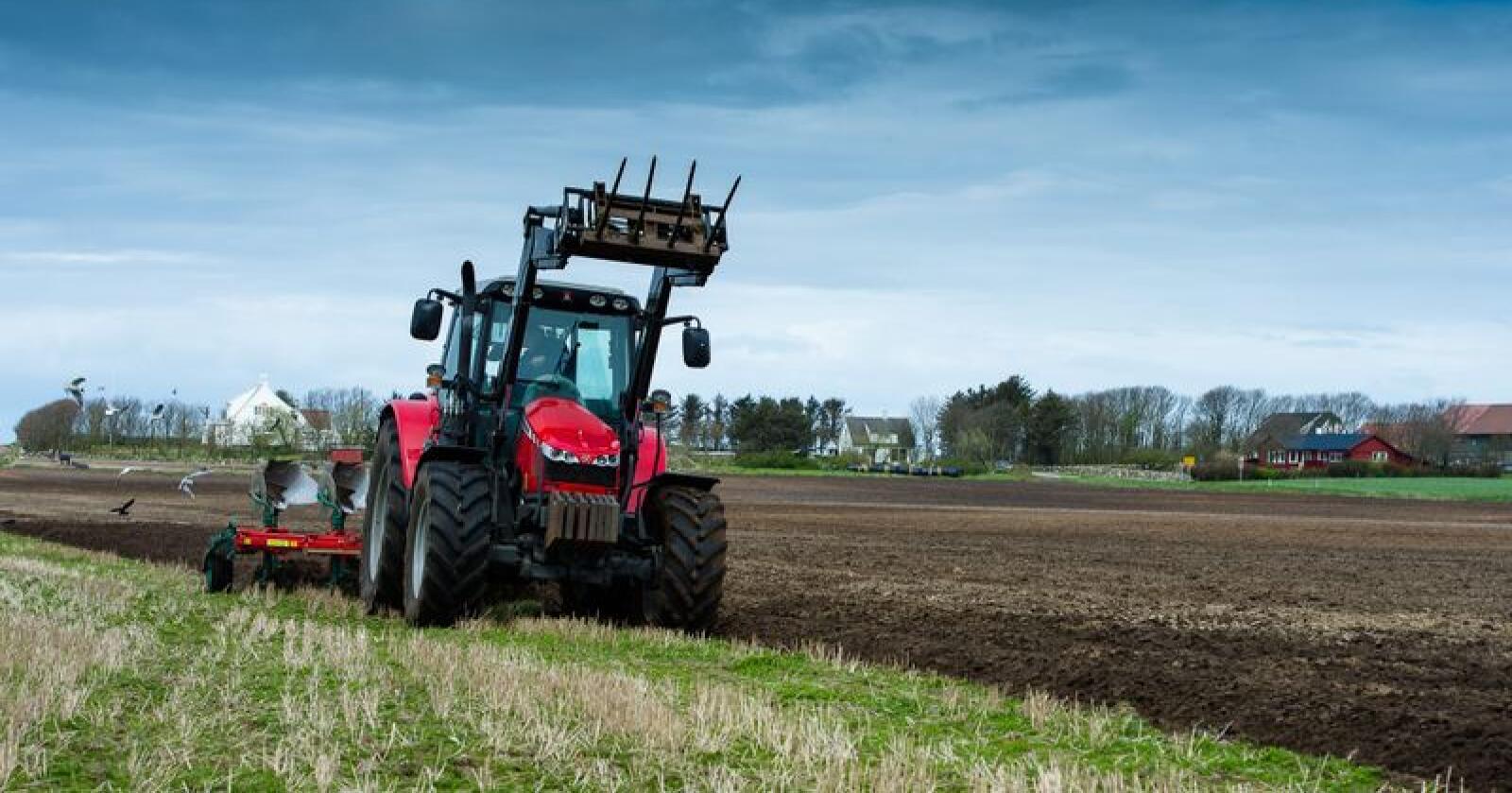 Berre 36 prosent oppgir at dei har opplegg for handfri i traktoren. Foto: Bjørn H. Stuedal / Landkreditt forsikring