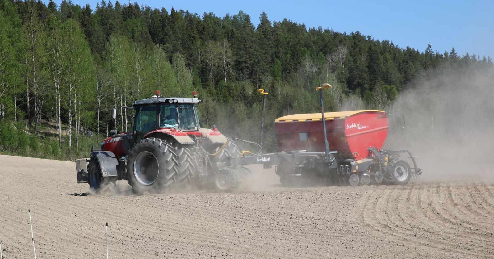 Et samlet Storting ber nå regjeringen, i samarbeid med landbruksnæringa, vurdere å gjennomføre tiltak som stimulerer til økt norsk plantebasert matproduksjon og selvforsyning i 2020. Foto: Lars Olav Haug