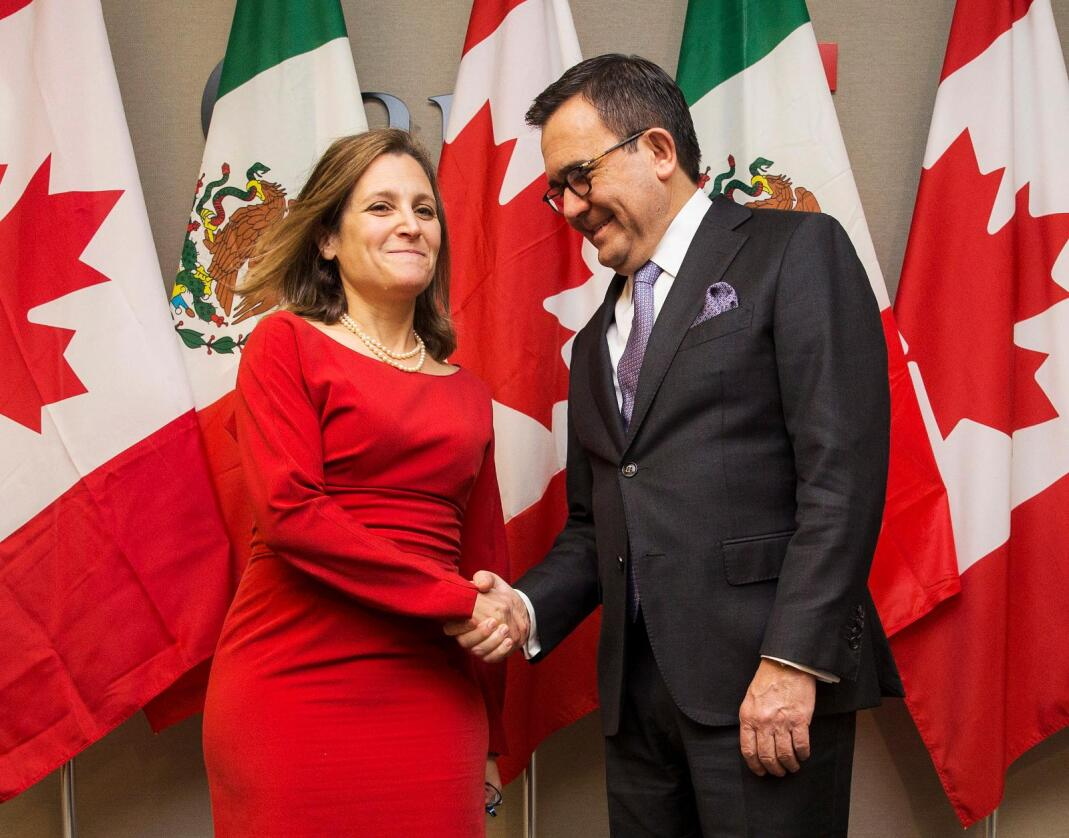 Canadas utenriksminister, Chrystia Freeland, og Mexicos finansminister, Ildefonso Guajardo. Foto: AP/NTB scanpix