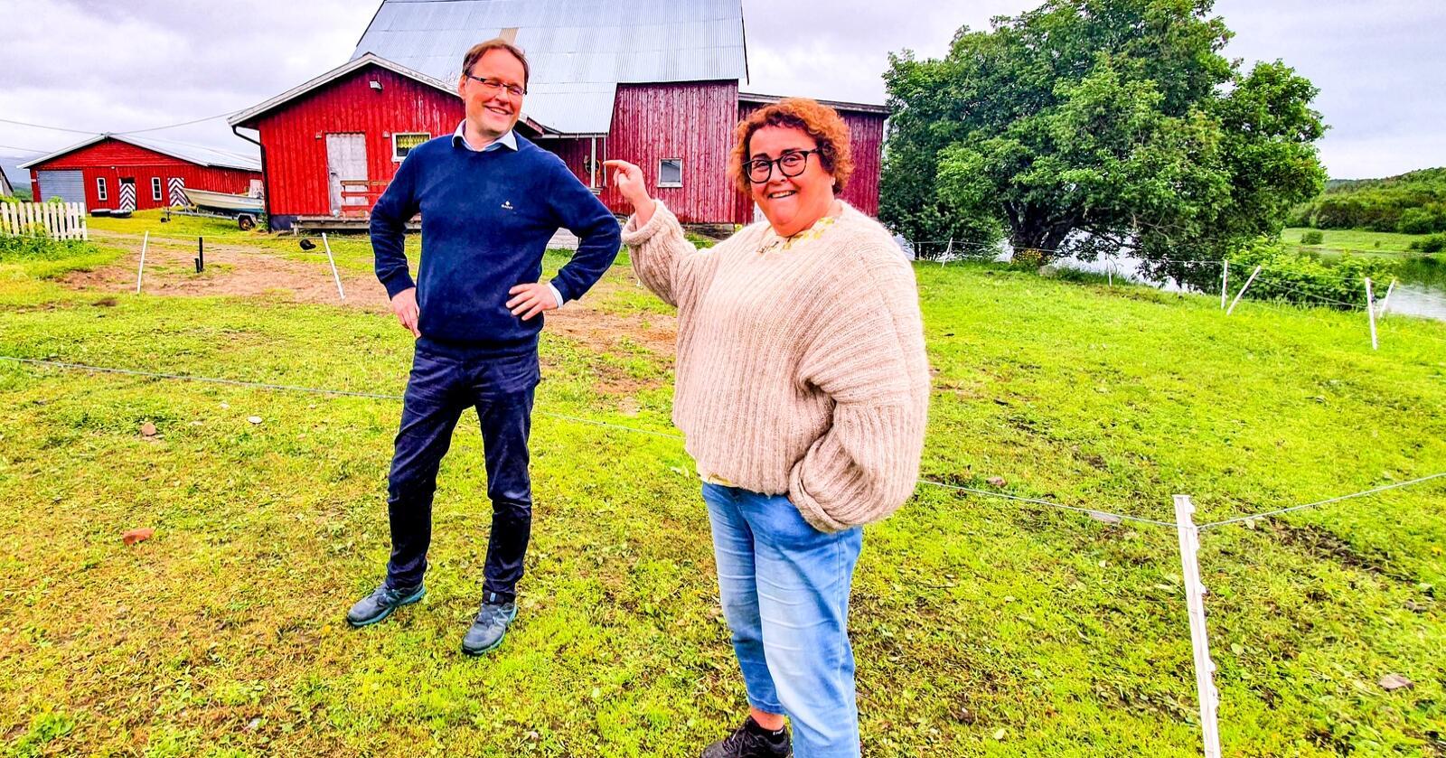 Landbruks- og matminister, og nestleder i KrF, Olaug Bollestad besøkte i forrige uke gården til sin egen statssekretær Widar Skogan i Balsfjord, for å markere at regjeringsperioden med KrF går mot slutten og at valgkampen står for døra. Foto: Eskild Johansen