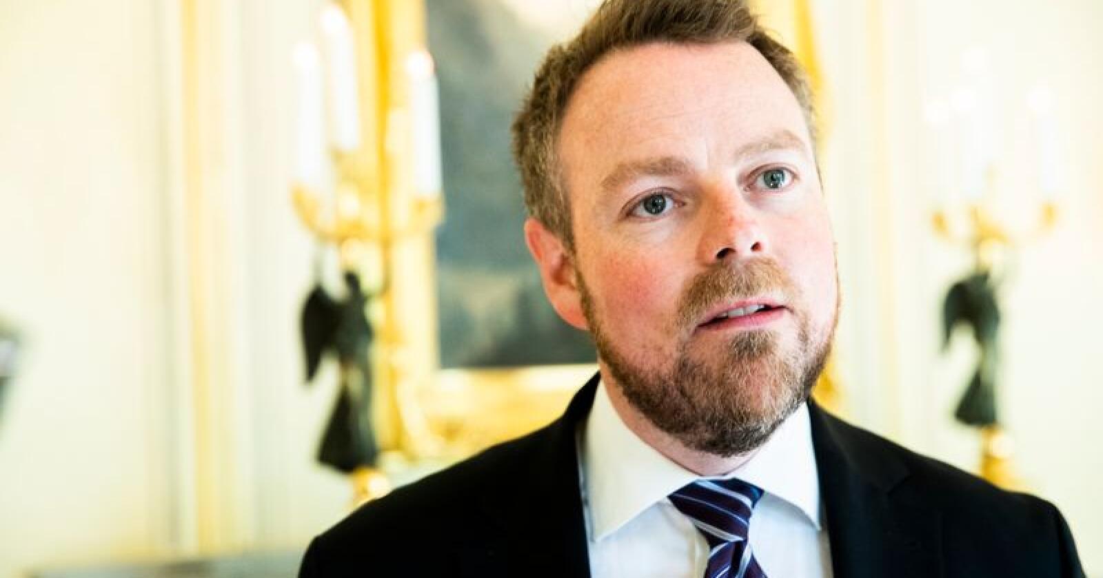 Næringsminister Torbjørn Røe Isaksen sier det nye dagligvaretilsynet er et bidrag for bedre konfliktløsning og kultur i bransjen. Foto: Berit Roald / NTB scanpix