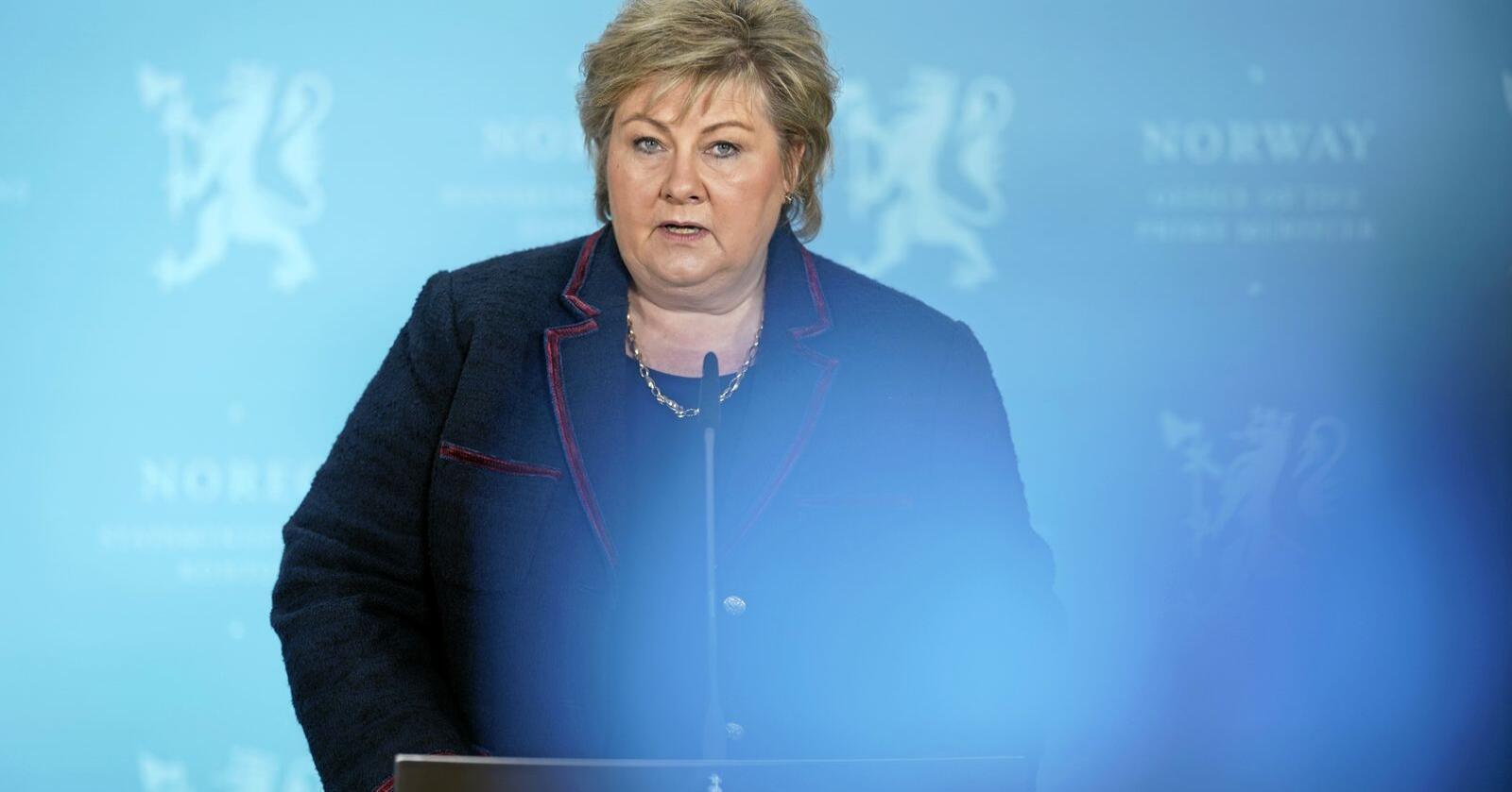 For sent ute: Statsminister Erna Solberg presenterte nye koronatiltak søndag. Foto: Fredrik Hagen / NTB