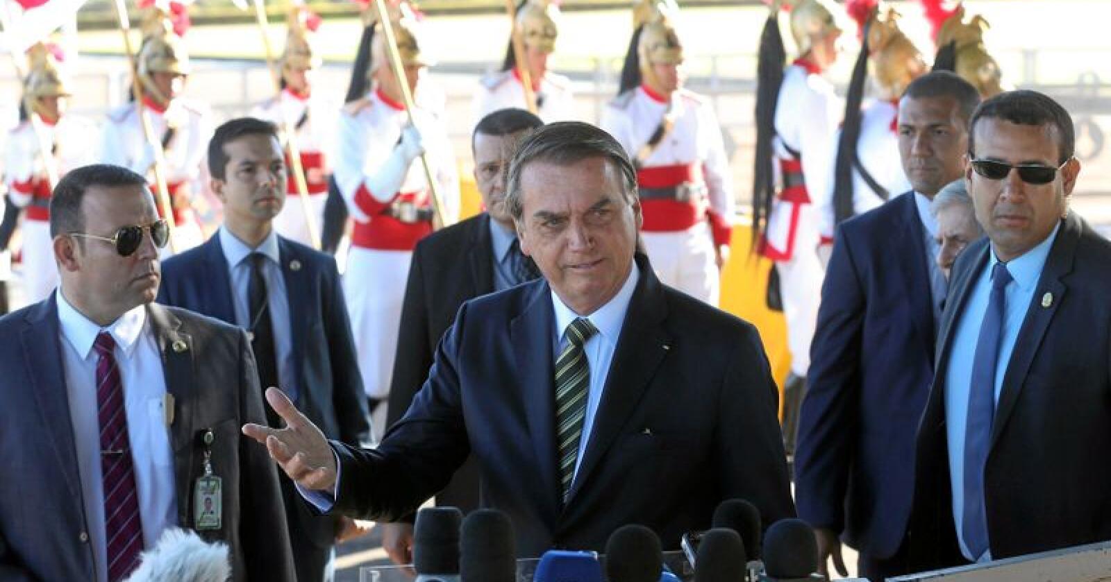 Brasils president Jair Bolsonaro trekker seg fra det regionale møtet i Colombia der presidenter fra Amazonas-landene i Sør-Amerika skal møtes og diskutere miljøspørsmål fredag. Foto: Antonio Cruz / Agencia Brasil / AP / NTB scanpix