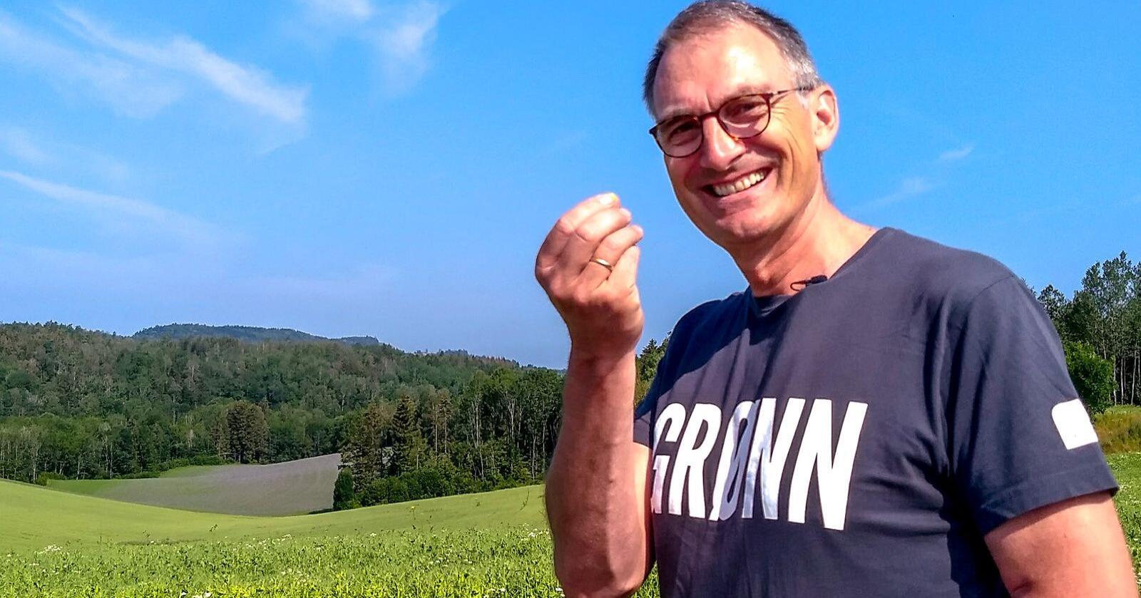 Harald Moskvil er økobonde og landbrukspolitisk talsperson for Miljøpartiet de Grønne. Partiet tror det er mulig å kvitte seg med all importert soya i norsk matproduksjon innen 2025. Foto: Privat