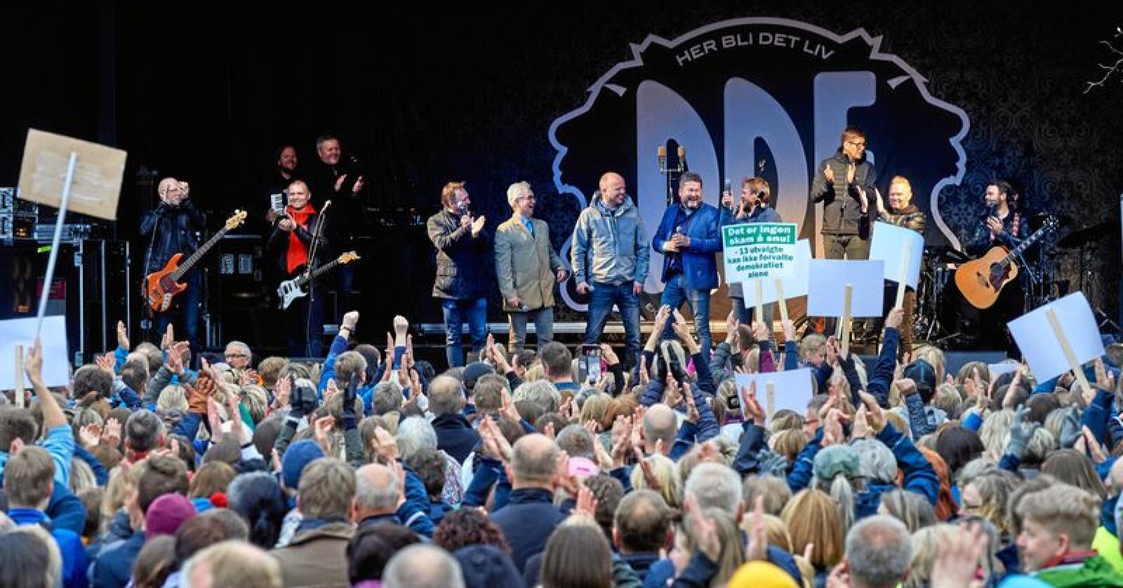 Protester: Mellom rundt 7000 personer deltok nylig i støttemarkeringen for å bevare Nord universitet i Namsos. Foto: Bjørn Tore Ness/Namdalsavisa/NTB scanpix
