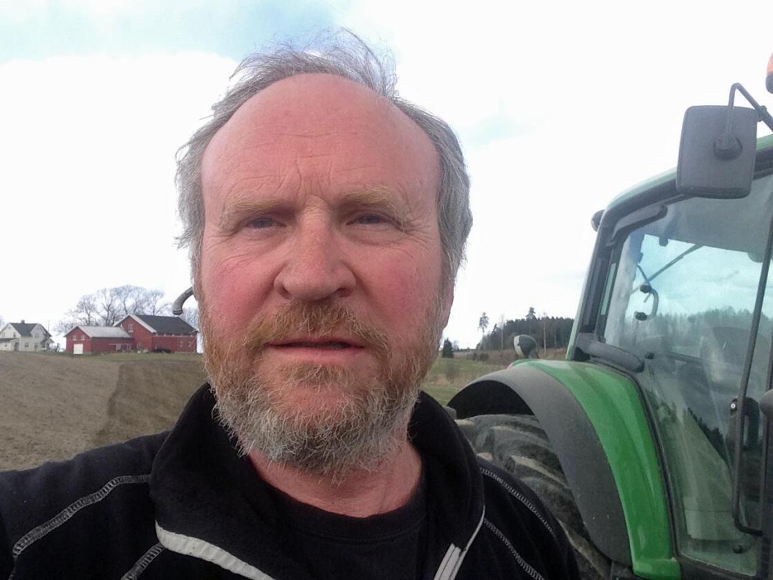 Børre Børresen mener det har vært bra for gården at han overlot den til sønnen Johan så tidlig.