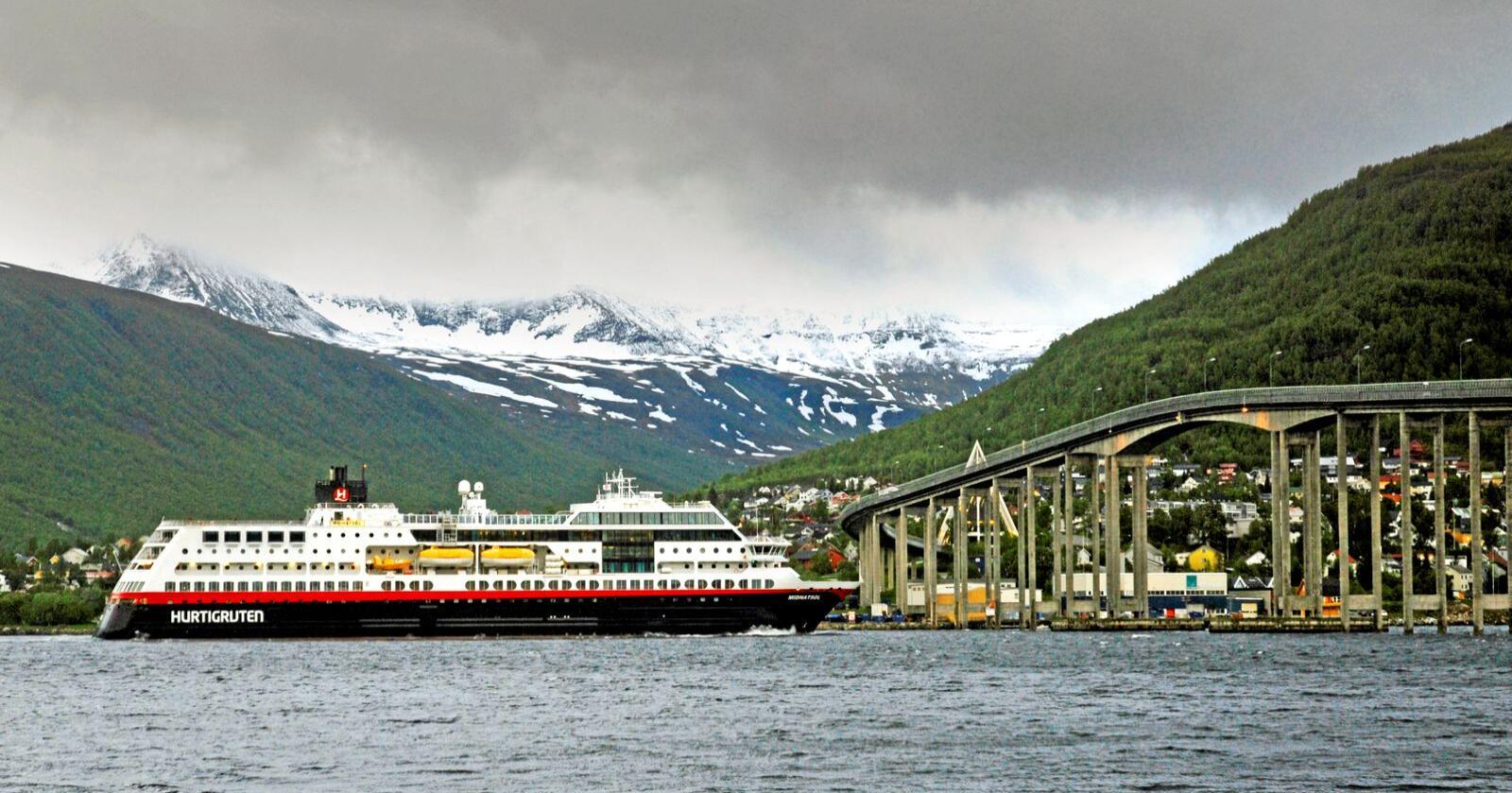 Kutt: Regjeringa kutter i Hurtigrutas anløp. Kun to skip skal seile, og kun strekningen Bodø - Kirkenes - Bodø.  Foto: Rune Stoltz Bertinussen / NTB