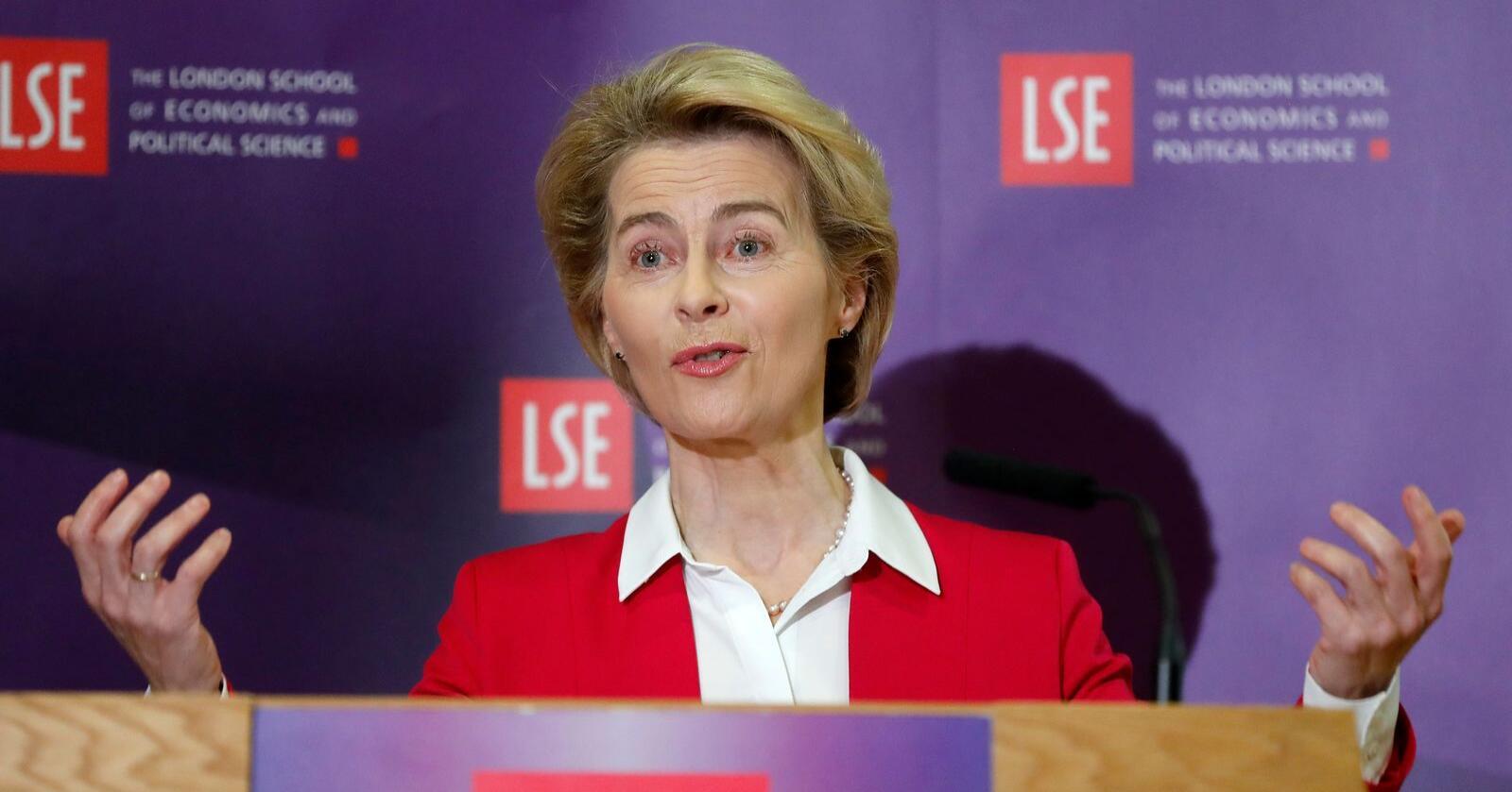 Ursula von der Leyen var tilbake på gamle tomter da hun holdt foredrag ved London School of Economics før onsdagens møte med Boris Johnson. Foto: Frank Augstein / AP / NTB scanpix