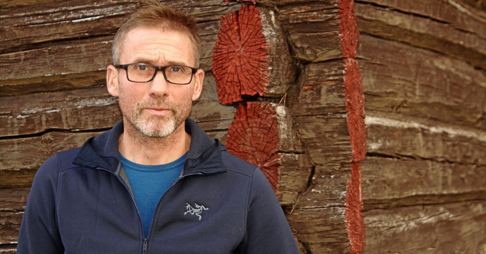 Jo Esten Trøan er leder for skadefellingslagene i Nord-Østerdalen. Han skulle helst sett at den midlertidige ulvesonen ble opphevet kommende tirsdag, slik at de kan fortsette lisensjakten. Foto: Svein Egil Hatlevik