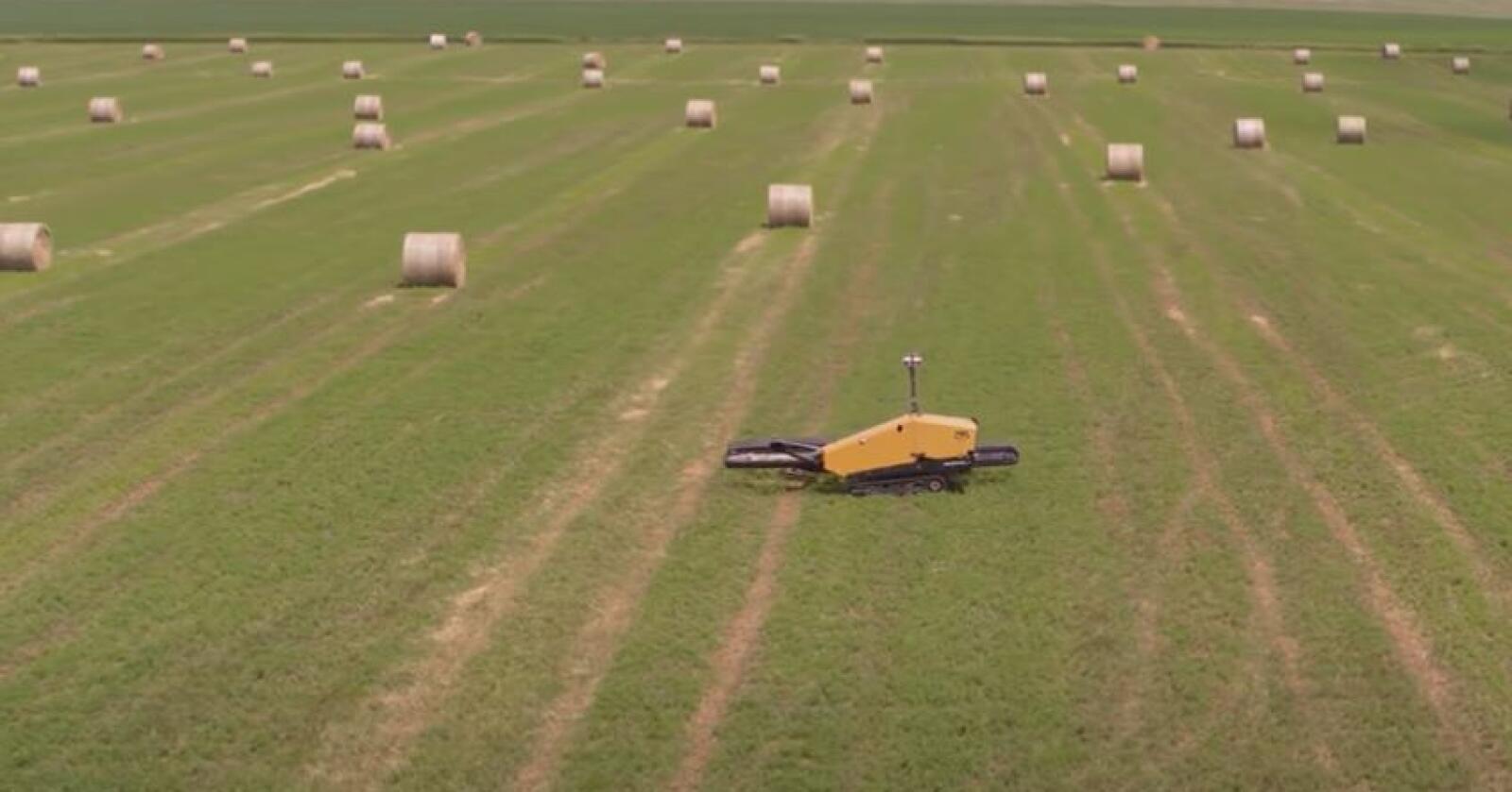 Autonom: Amerikanske Vermeer lager presser og annen redskap til grovfôrproduksjon. Nå har de utviklet en robot for håndtering av rundballer. Skjermdump: Youtube