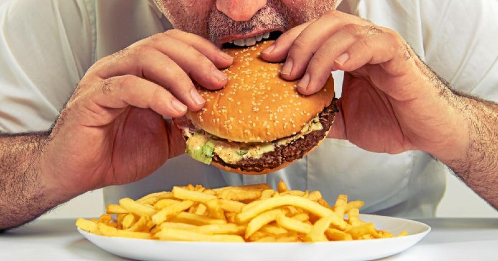 Forbrukerrådet ønsker endringer i regelverket for reklame av usunn mat rettet mot unge. Foto: colourbox
