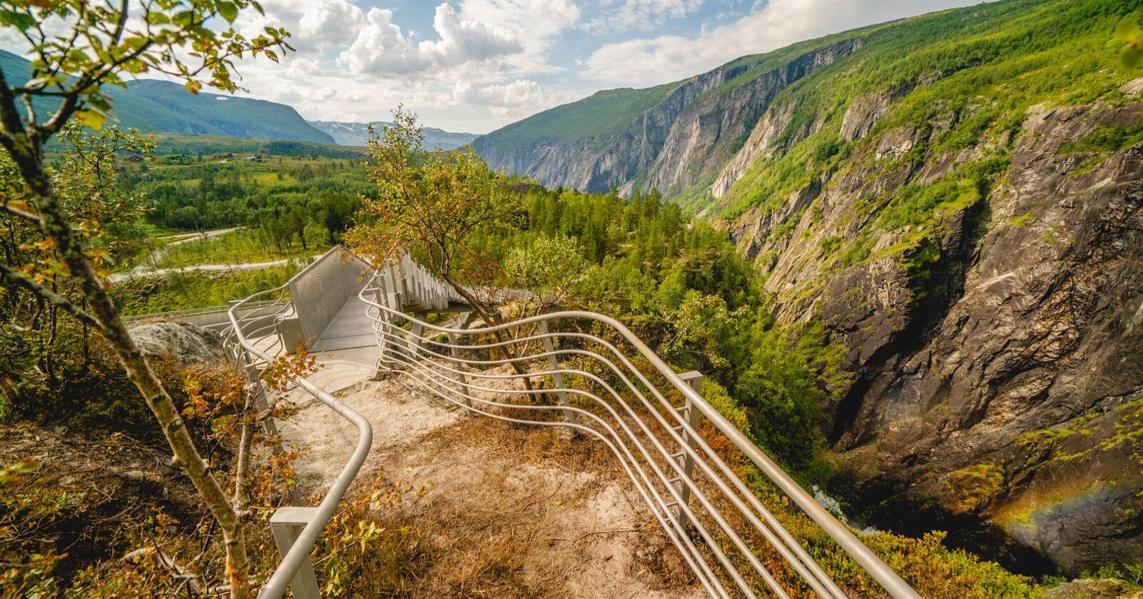 Selv med vaksine ønsker over halvparten av de spurte å tilbringe ferien i Norge. Foto: Stian Lysberg Solum / NTB