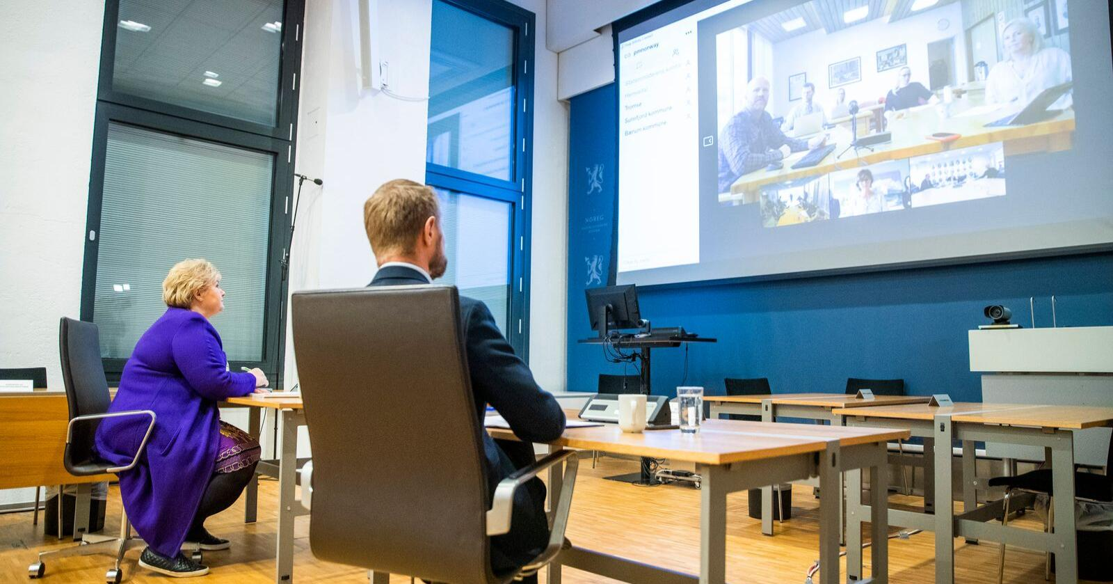 Statsminister Erna Solberg og helse- og omsorgsminister Bent Høie hadde videomøte med fire kommuner onsdag. Foto: Håkon Mosvold Larsen / NTB scanpix