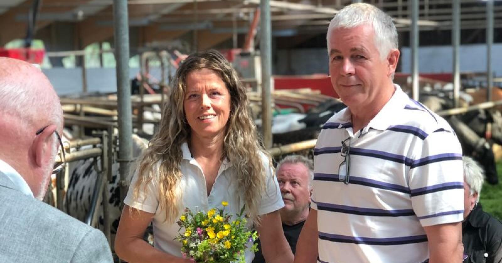 Sølvi og Børge valgte å gifte seg i sin egen egen katedral på gården i Namsos. Foto: Sindre Aglen.