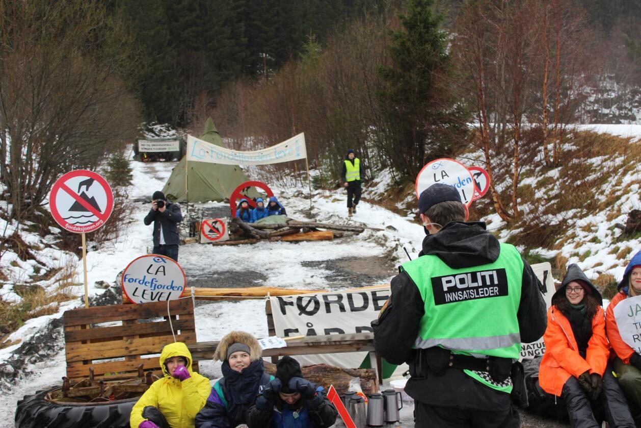 Natur og Ungdom-aksjonistar protesterar mot gruvedrift i Engebøfjelletførre veke. Foto: Torgeir Vestre / Natur og Ungdom