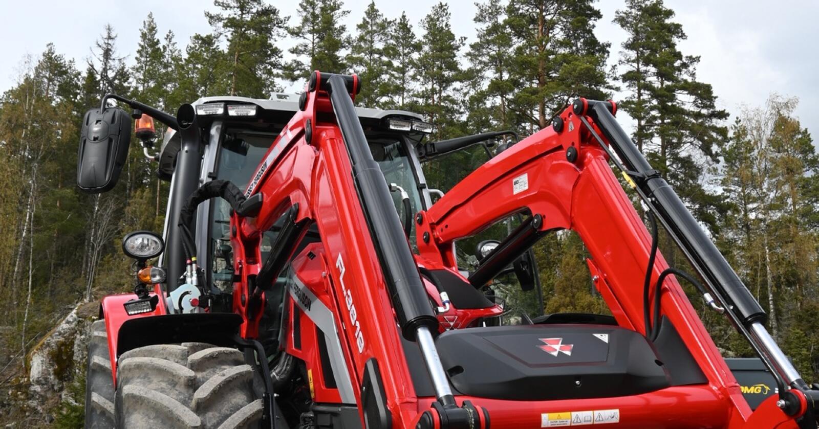 Massey Ferguson registrerte flest nye traktorer i mai, med 59 registreringer.  Blant leveransene finn annet er den  nye Massey Ferguson 5S  . Foto: Espen Opheim