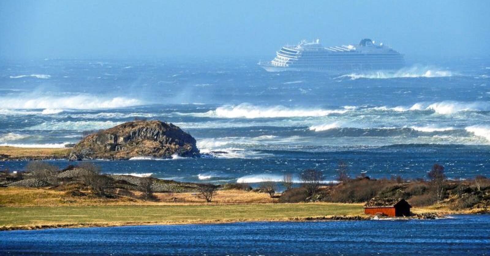 Redningsoperasjon: I mars fikk cruiseskipet Viking Sky motortrøbbel i Hustadvika i Møre og Romsdal. En stor redningsoperasjon ble satt i verk for å få passasjerene i land.Foto: Frank Einar Vatne / NTB scanpix
