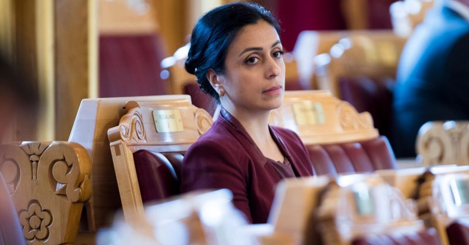 Hadia Tajik (Ap) beskylder regjeringen for å drive en distriktsfiendtlig politikk. Tajik svartmaler situasjonen, svarer finansminister Siv Jensen (Frp). Foto: Terje Pedersen / NTB scanpix