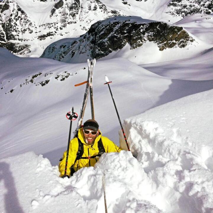 Snørik vintersesong skaper toppinteresse for kurs i skred- og snøsikkerhet hos tideveileder Bjørn Kruse på gården Øvre Kavli i Romsdalen. Alle foto: Matti Bernitz og Romsdal Lodge