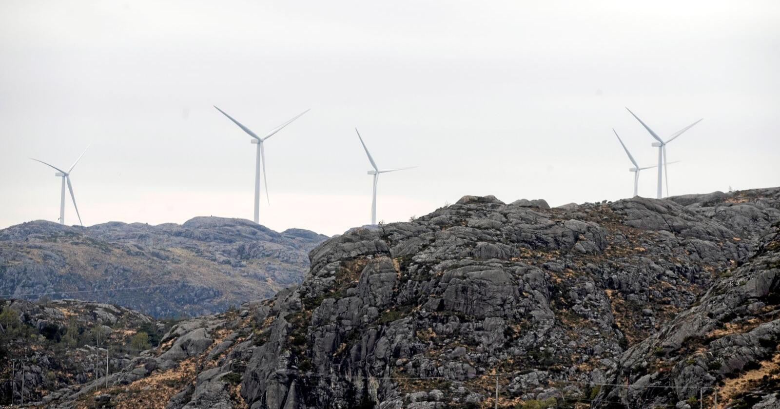 I Noreg er det alt over 800 vindmøller i sving, som desse i Eigersund i Rogaland. Foto: Terje Pedersen / NTB scanpix
