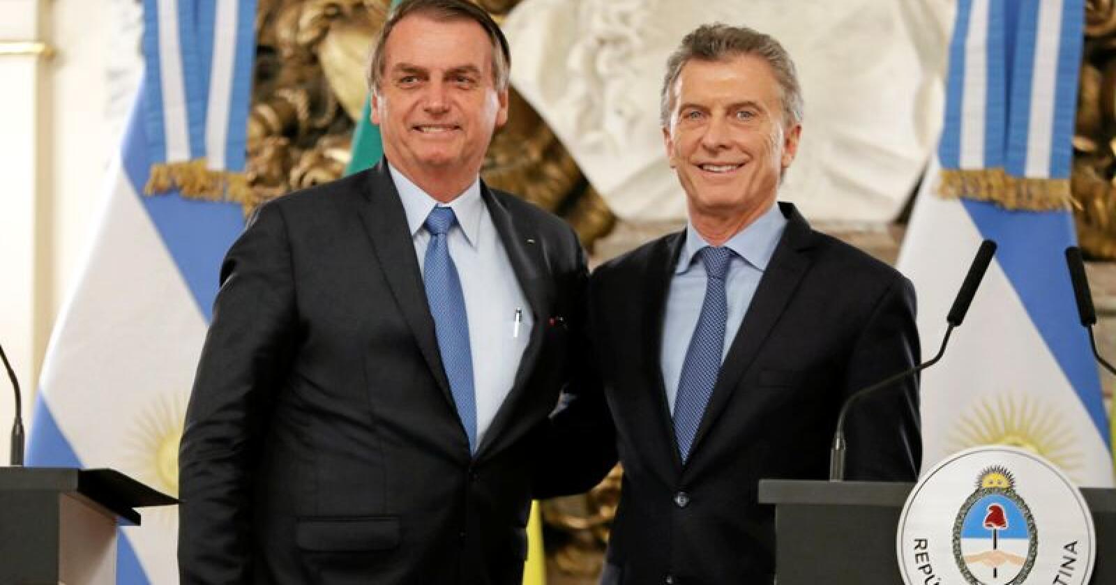 Brasils president Jair Bolsonaro (t.v.) og Argentinas president Mauricio Macri får bondeskryt for handelsavtalen de vil inngå med EU. Foto: Natacha Pisarenko / AP / NTB Scanpix