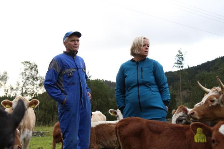 Lars Selheim og Hilde Lussand Selheim bygget Voss Gardsslakteri for å unngå å måtte sende dyra sine mange timer på bil på vei til slakteriet. Foto: Kristin Bergo