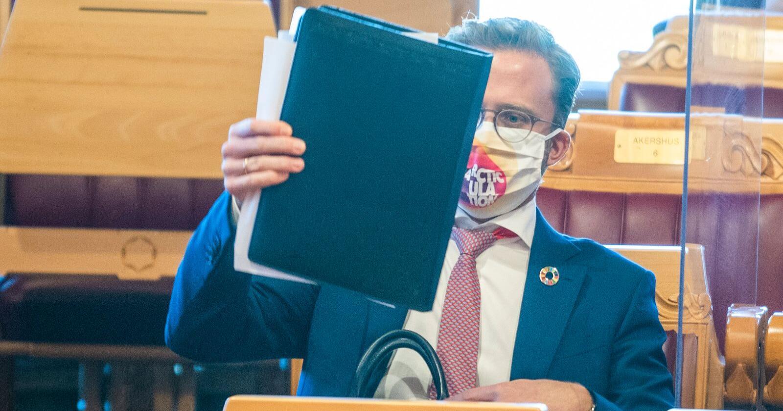 Kommunalminister Nikolai Astrup (H) har med seg mer penger til kommunene i revidert nasjonalbudsjett. Foto: Håkon Mosvold Larsen / NTB