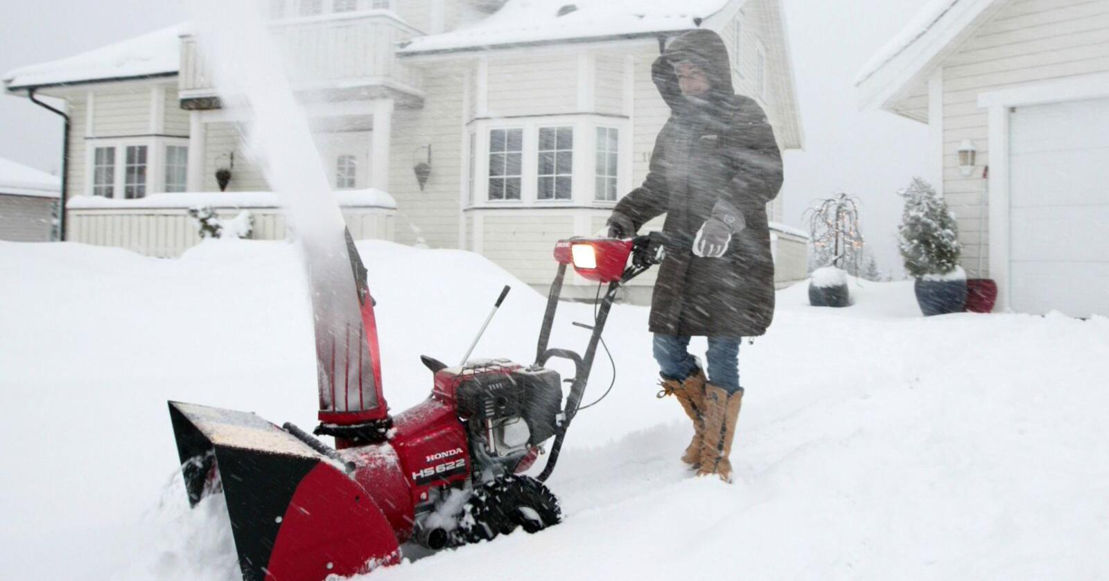 Sesongbasert krangling er typisk norsk, og om vinteren tilter folk fullstendig om naboen måker snøen over på deres eiendom. Det er ikke greit. Illustrasjonsfoto: Bjørn Sigurdsøn/NTB