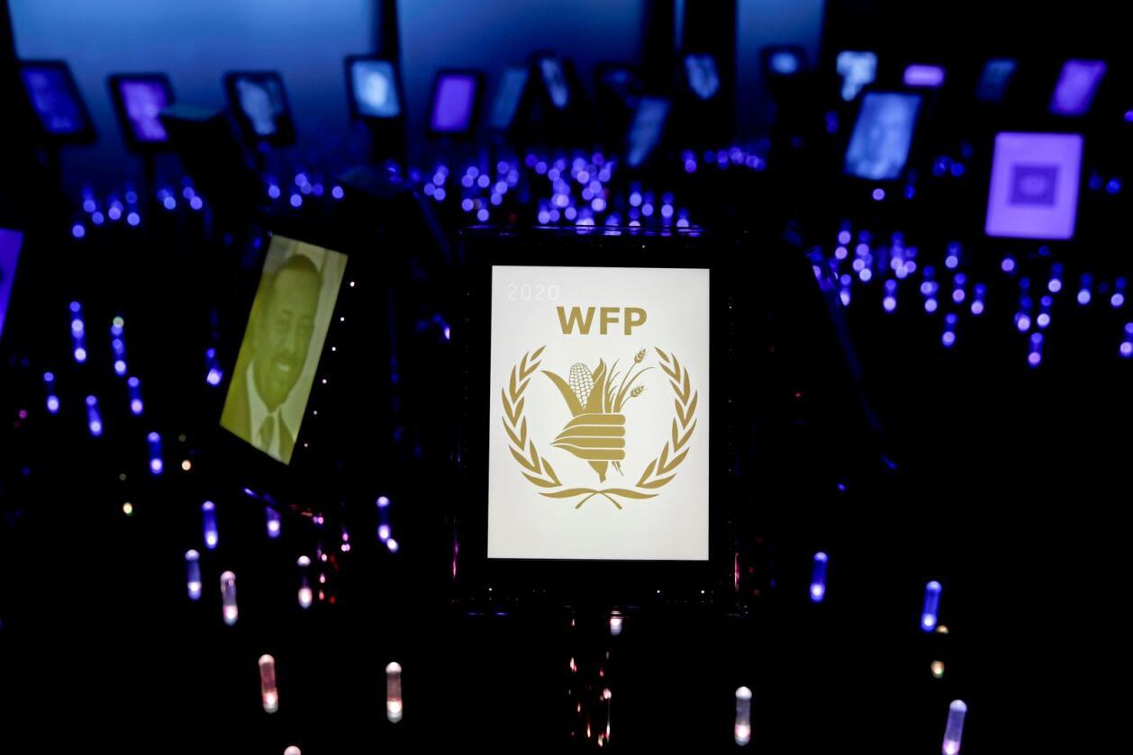 I Nobels hage på Nobels Fredssenter har årets fredsprisvinner fått sin skjerm, med logoen til WFP (Verdens matvareprogram). Foto: Vidar Ruud / NTB