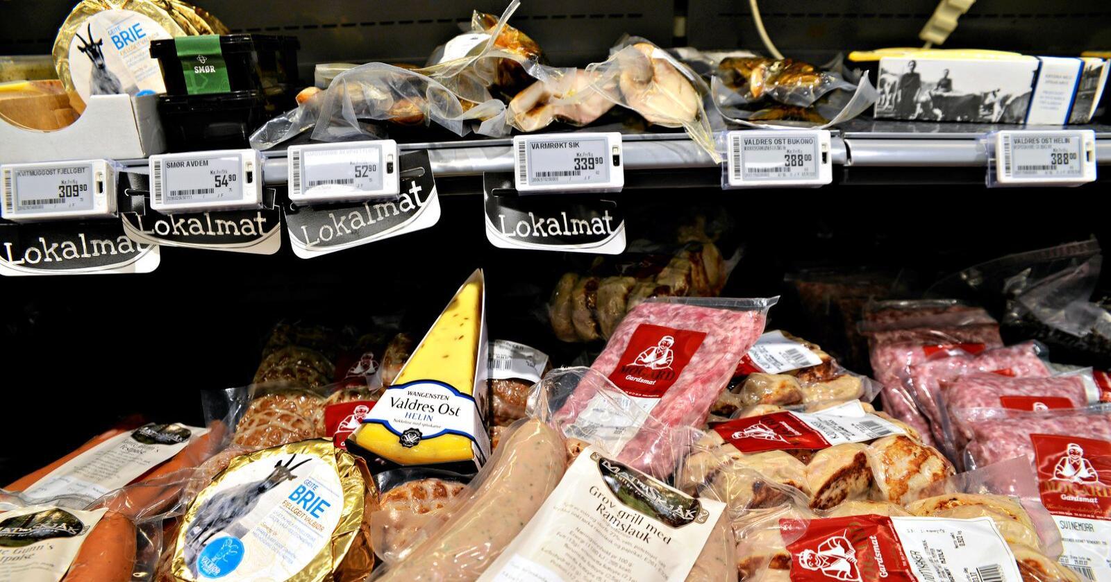 Nordmenn flest sier de gjerne vil prøve ut lokalmat. Her lokalmat fra Otta. Arkivfoto: Mariann Tvete