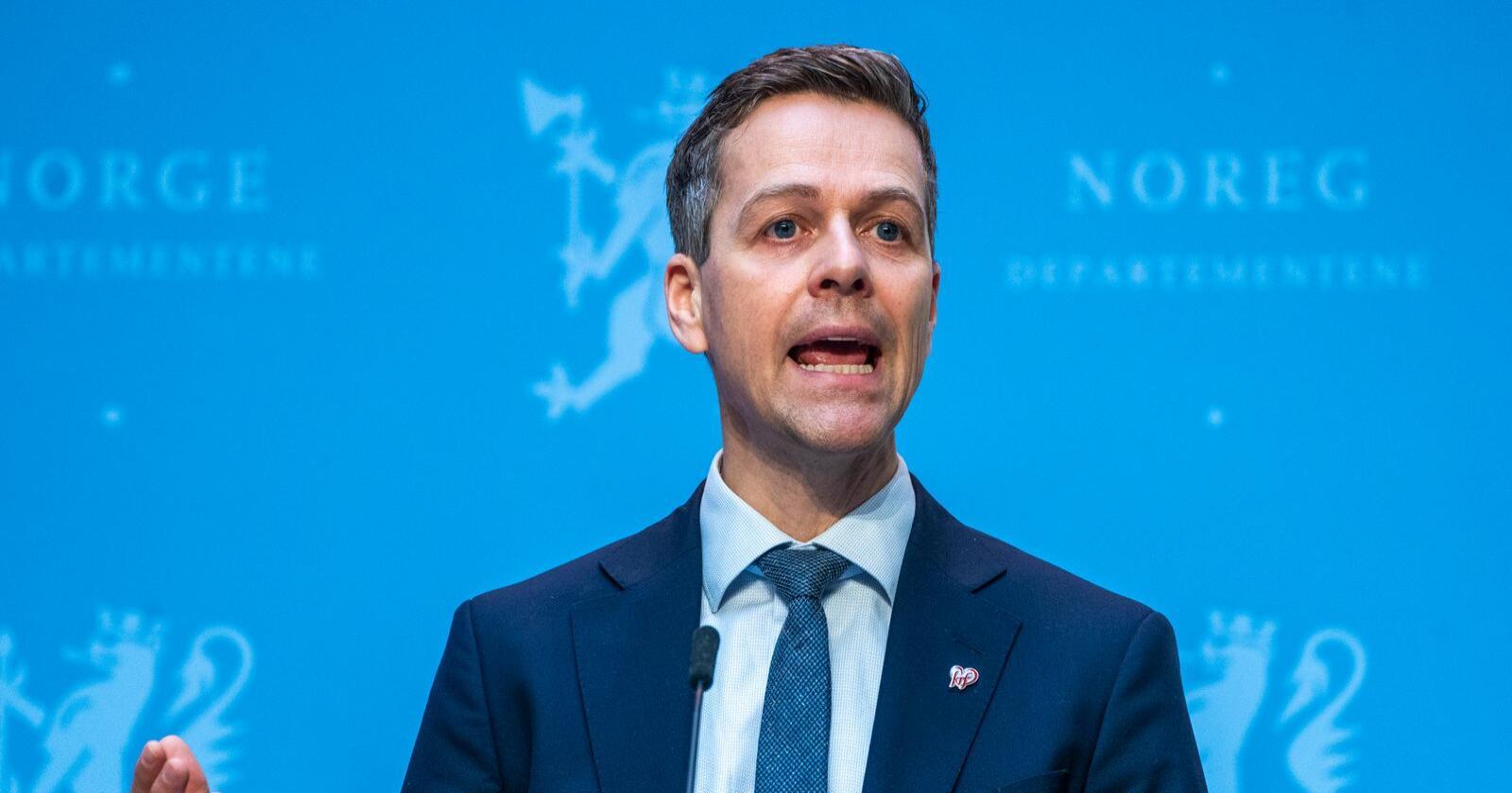 Knut Arild Hareide (Krf) er ikke enig med Senterparti-nestlederen om prioritering av samferdselspengene. Ola Borten Moe mener på sin side at Hareide har misforstått. Foto: Terje Pedersen / NTB
