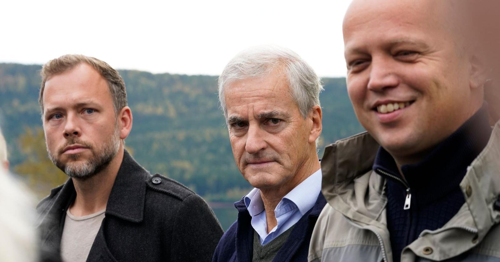 Partilederne Audun Lysbakken (SV), Jonas Gahr Støre (Ap) og Trygve Slagsvold Vedum (Sp) møttes torsdag på Hurdalsjøen hotell for sonderinger om regjeringsforhandlinger. Foto: Torstein Bøe / NTB