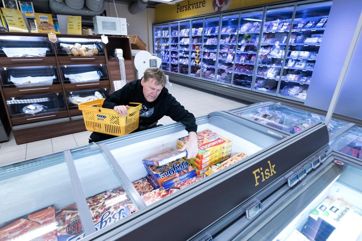 Både Høyre og Ap ønsker et forbud mot priskrig i leverandørleddet i matvarebransjen. Det skal føre til at både små og store kjeder skal få kjøpe varer, for eksempel pizza, til lik pris hos leverandørene. Høyre mener det at kan føre til en eksplosjon av nye aktører i dagligvarebransjen, særlig på nett. Foto: Gorm Kallestad / NTB scanpix